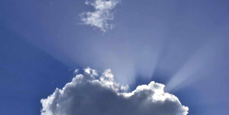 Rayo de sol tras unas nubes