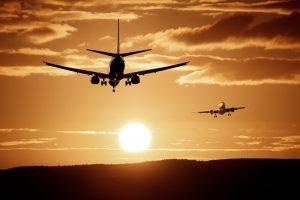 Aviones en el atardecer