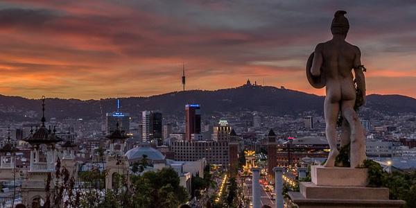 Imagen de Barcelona al atardecer