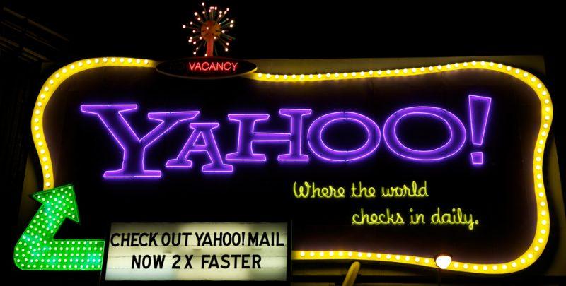 Cartel luminoso de Yahoo en San Francisco