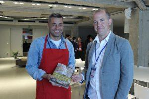 Cliente premiado con el libro para aprender a hacer pan